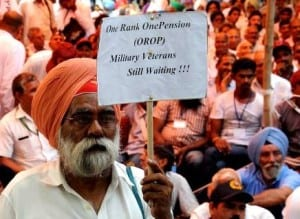 The protestors protesting without any violence for 'ONE RANK ONE PENSION SCHEME'.
