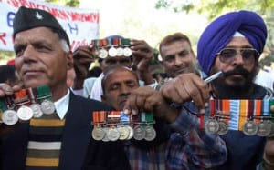 Ex-servicemen showing their medals with pride while agitating for 'ONE RANK ONE PENSION' scheme.
