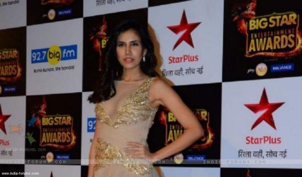Sonnalli Seygall: Pyaar ka Punchnama actress mobbed Pyaar ka Punchnama actress Sonnalli Seygall gets mobbed in Delhi
