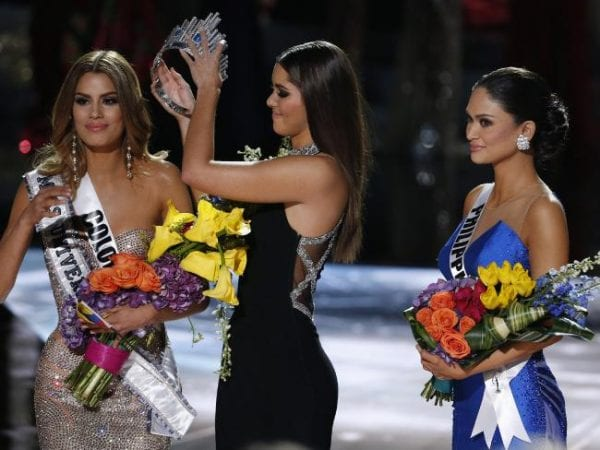 Embarrassing Moment on Miss Universe 2015 Final 6