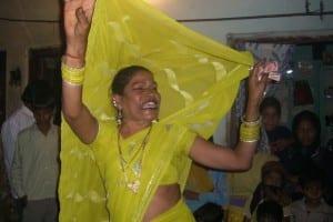 Hijra_dancing_in_Delhi