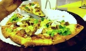 smoked chicken with cream cheese and aragula pizza