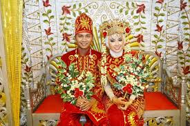 The newly wedding couple is restricted to go toilet for initial 3 days