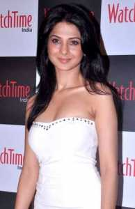 Jennifer_Winget_at_the_launch_of_Watch_Time's_magazine_11