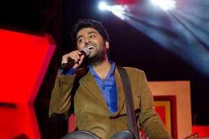 Arijit_Singh_in_-Ebela_Ami_Amar_Moto_Samman_Award_2013- arijit singh
