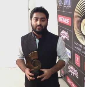 Arijit_singh_at_GiMA_Awards_2015 arijit singh