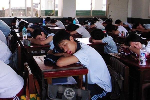 File:Taiwanese Junior High School Students Sleeping in School 2007-10-09.jpg
