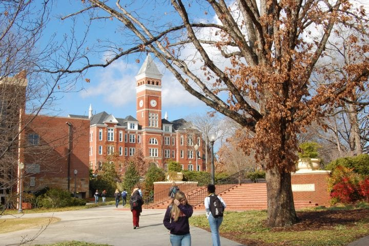 Surviving the First Semester in College: Top Tips 5