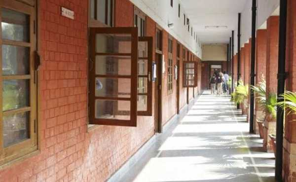 What Makes the University of Delhi Different? 1