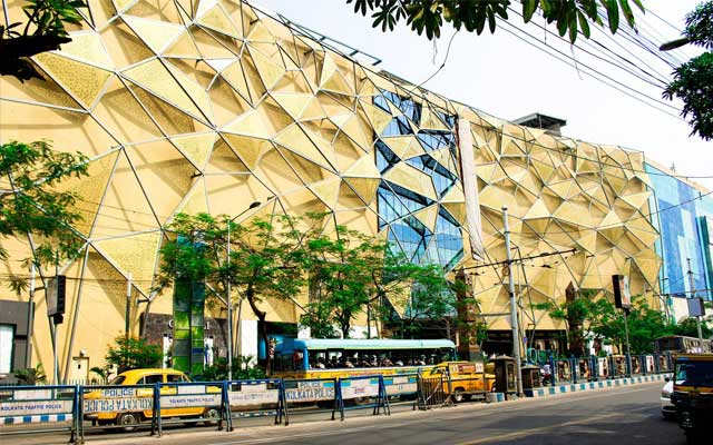 Dhoti Clad Man Barred From Entering Quest Mall,Kolkata