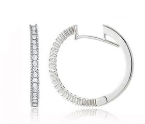 OOMPH Every Look With 15 Different Types of Earrings 10