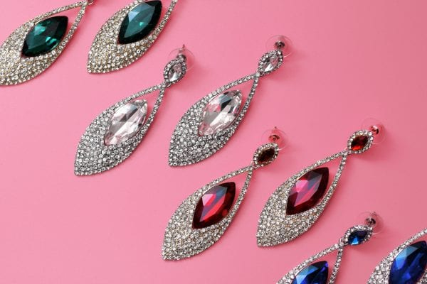 OOMPH Every Look With 15 Different Types of Earrings 3