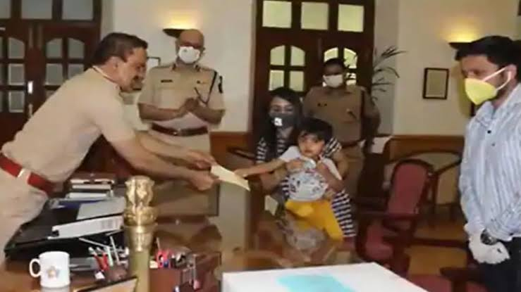 Three year old Baker makes Priceless Contribution to Mumbai Police 9