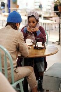 muslim-couple-having-coffee-4046988