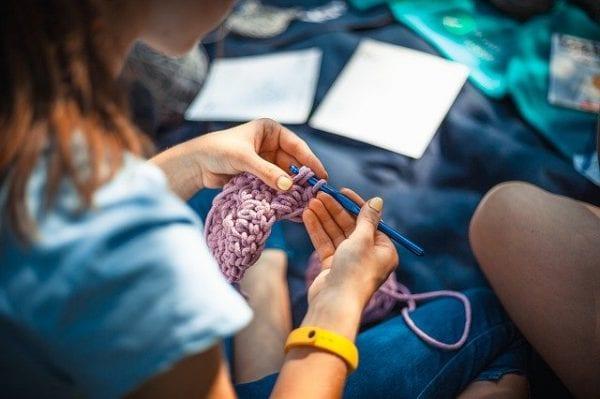 Knitting vs crochet
