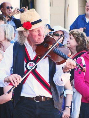 Fiddle Player - fiddle vs. violin