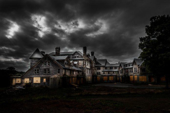 A creepy mansion at night