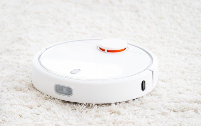Robotic floor cleaner